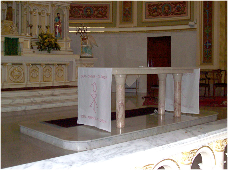The Vatican II Masonic table altar in place of the Catholic Altar