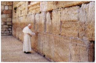 Jewish Freemason Antipope John Paul II was the first Catholic pontiff to visit the Wailing Wall in Jerusalem