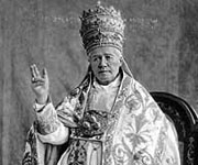 Masonic Antipope Pius X gives the Baphomet handsign
